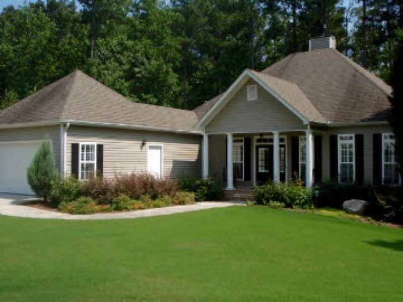 House hunt updated ranch homes under 200k douglasville for Houses for 200k