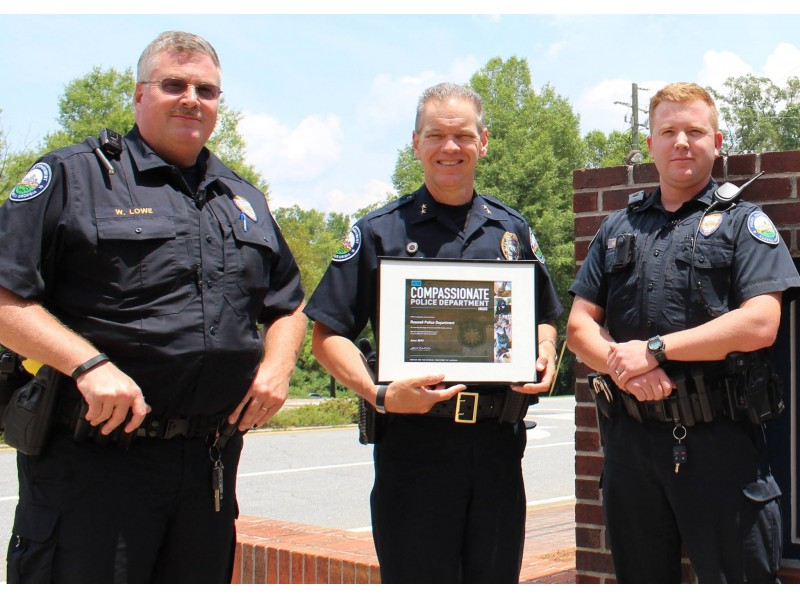 Officers Save Woman 39 S Life Dogs Rescued From Hot Cars