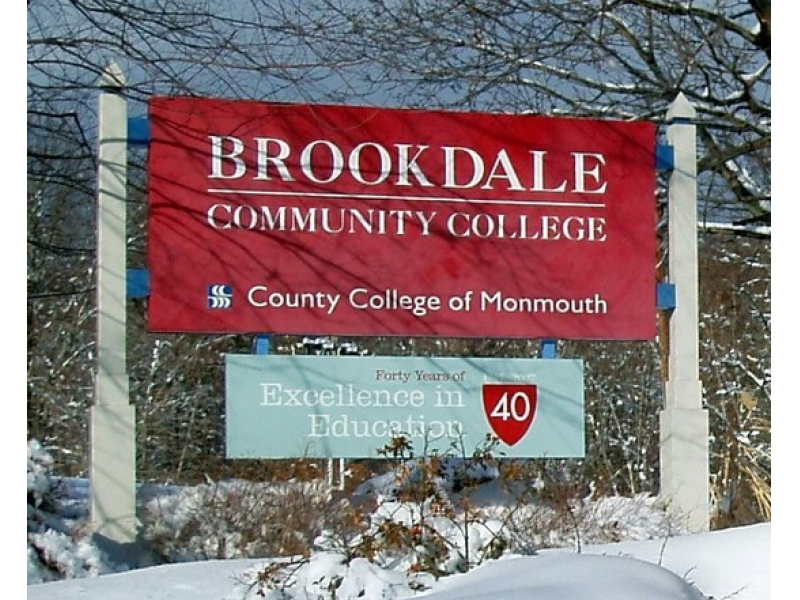 Under this program, high-achieving Brookdale Community College students will be granted admission to Drew University's bachelor of arts program upon meeting the following conditions: Stay enrolled in good standing in the Brookdale honors program for at least two semesters prior to graduation.