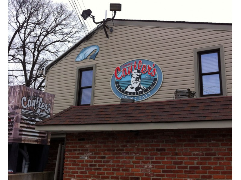 Two local seafood restaurants serve 39 true blue 39 crabs for Local fish restaurants