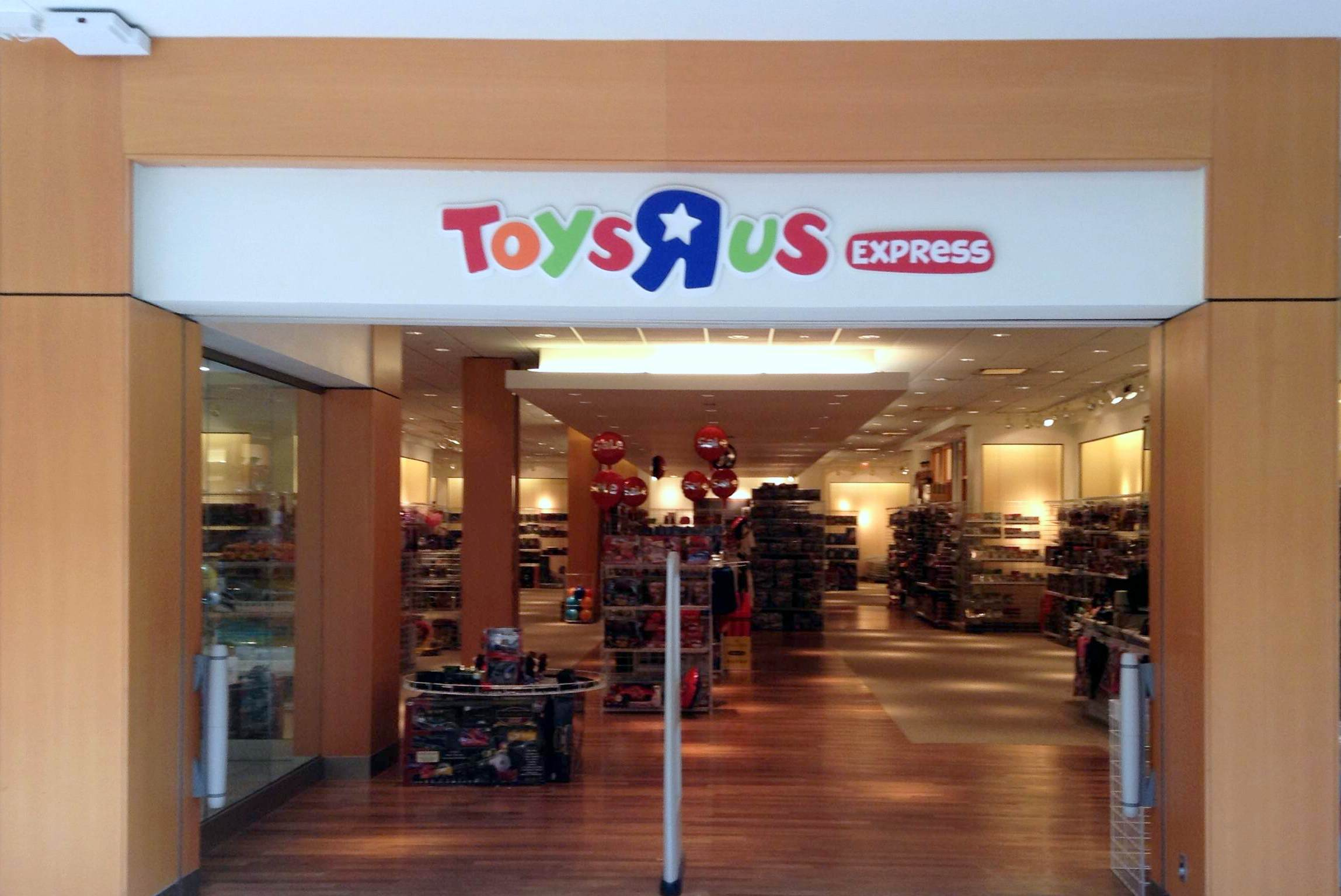 Toys R Us Mall : Toys quot r us express opens at simon s livingston mall