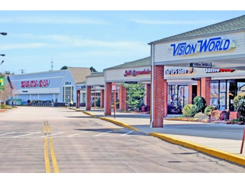 Salt pond shopping center sold for 39m narragansett ri for Local pond stores