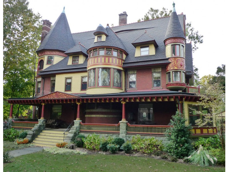 Queen anne victorian mansion featured on may 11 tour of for New victorian homes