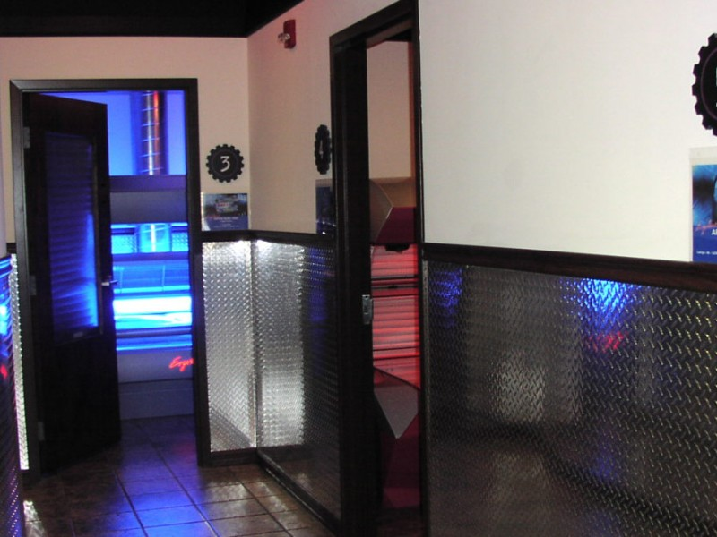 planet fitness expands tanning area adds red light. Black Bedroom Furniture Sets. Home Design Ideas