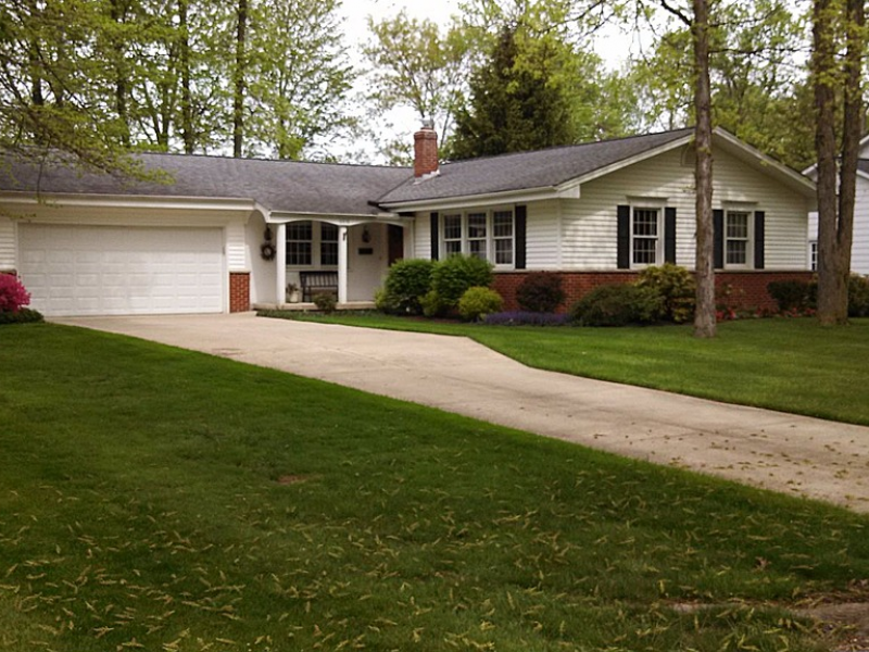 Ranch style house ready for moving in solon homes for for Ranch home builders ohio