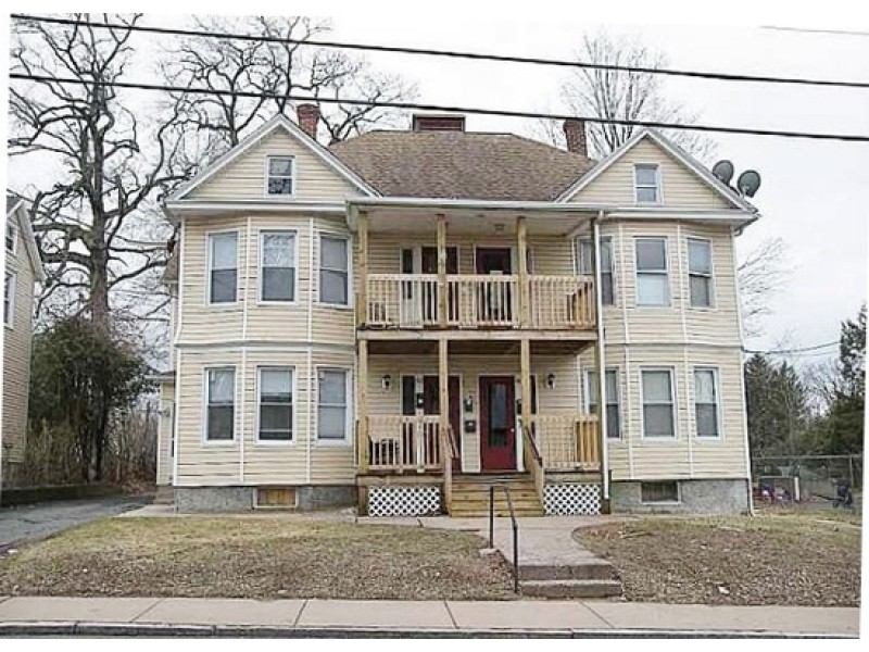2 bedroom apartment on school st rents for 950 other - 2 bedroom apartments in manchester ct ...