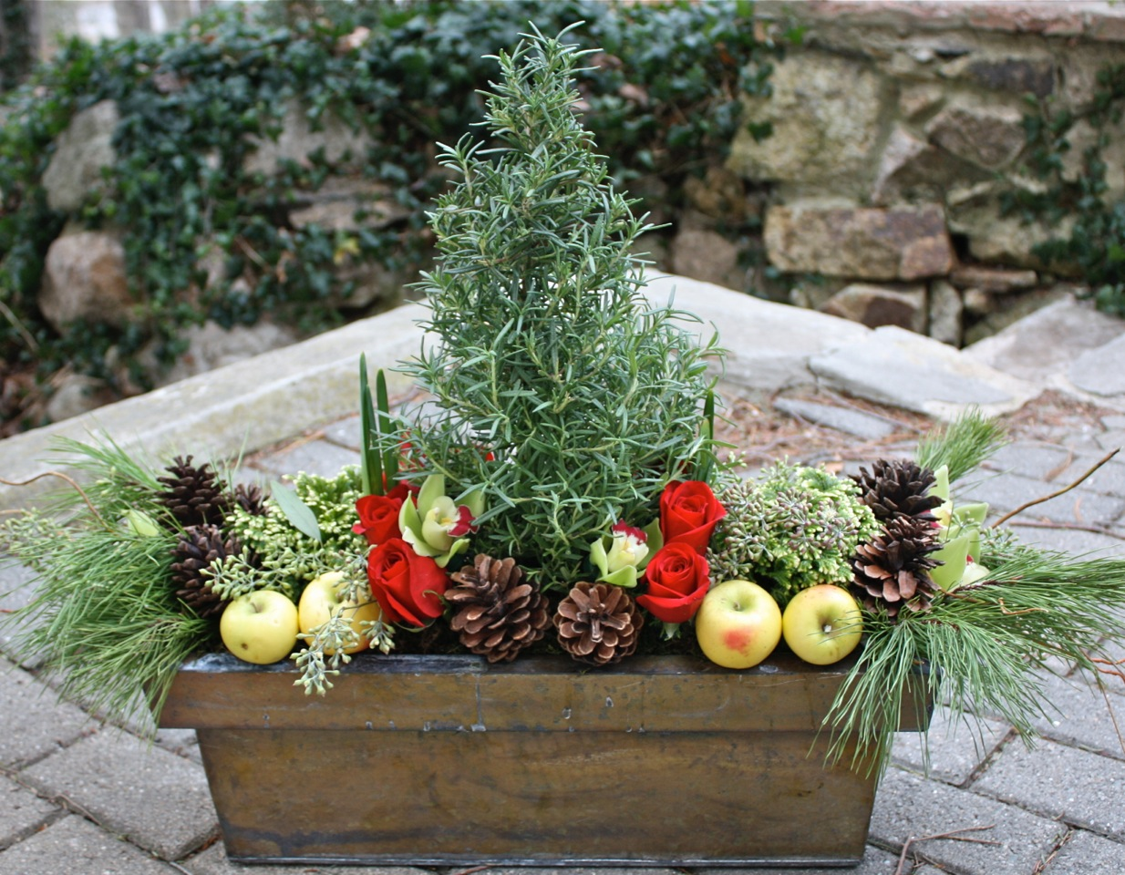 Holiday tablescapes home design seminar hamilton wenham ma patch - Interesting tables capes for christmas providing cozy gathering space ...