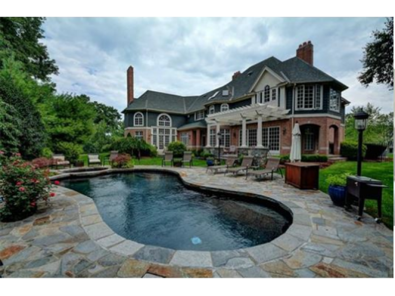 A south glastonbury wow house includes a 2 500 square foot for Building a house in ct