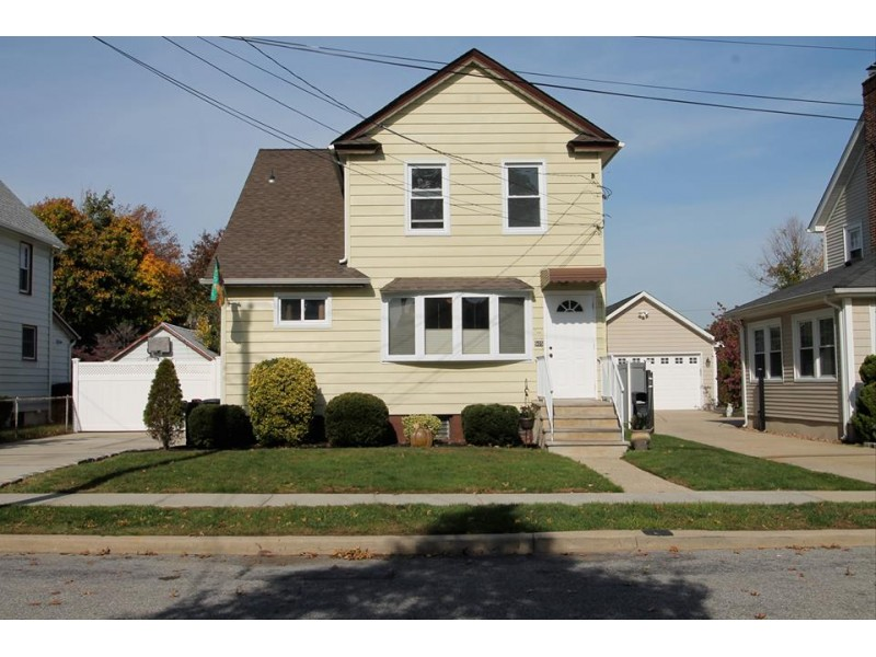 OPEN HOUSE: Huge 4 BR Colonial in Baldwin, Nassau County | Bayside ...