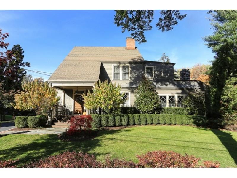 Million dollar homes for sale in millburn and short hills for Millionaire houses for sale