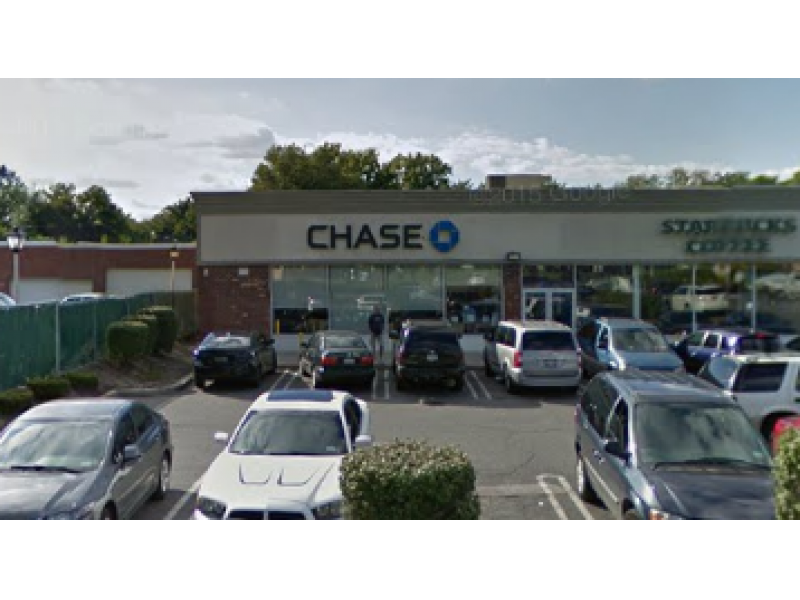 Security guard shoots bank robber in franklin square police - Garden city police department ny ...