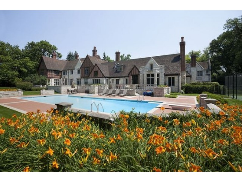 Wow! House: Glencoe Beauty Has Outdoor Pool, Tennis Courts and ...