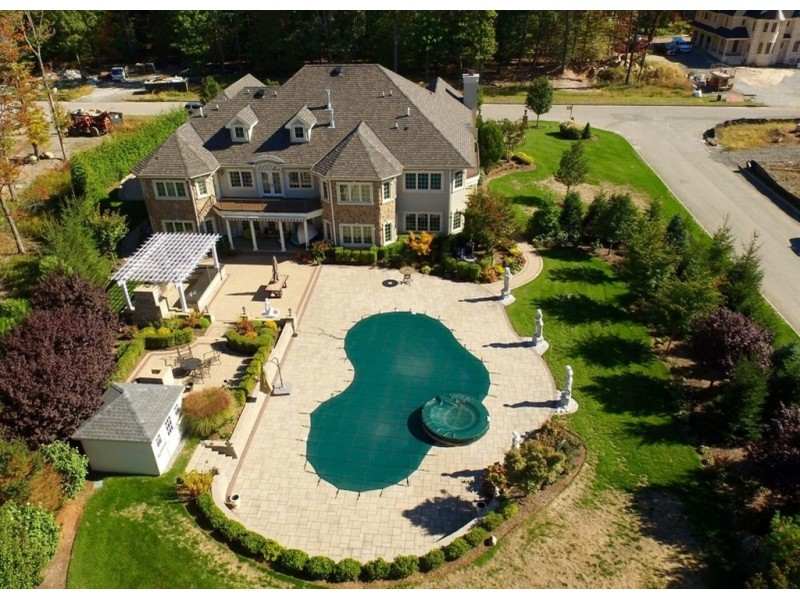 Million dollar homes in livingston force hill road for 10 million dollar homes