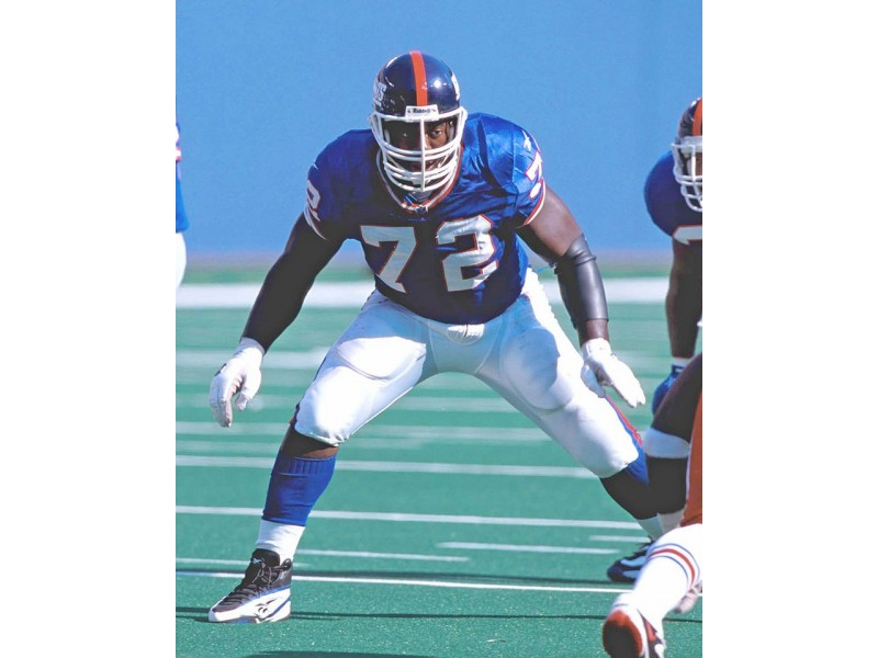 Former ny giants right guard roman oben to sign autographs for 670 white plains road scarsdale ny