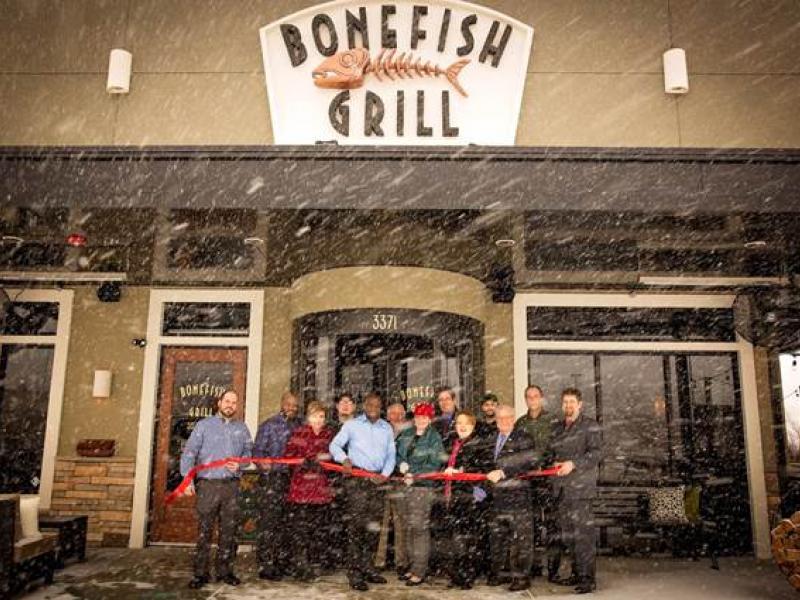 lawrence dignitaries brave blizzard for bonefish grill. Black Bedroom Furniture Sets. Home Design Ideas