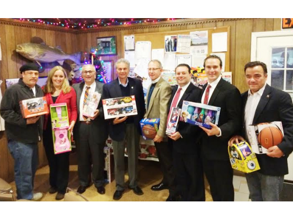 Glen Cove Toy For Tots : Glen cove anglers club buoys toys tots campaign