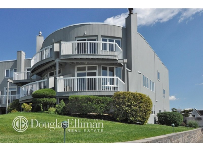 Wow house waterfront condo in port washington port for Port washington ny