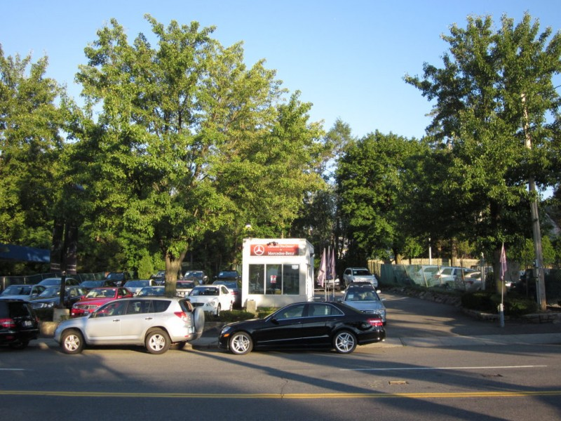 Mercedes benz of larchmont to move to new rochelle for Mercedes benz larchmont