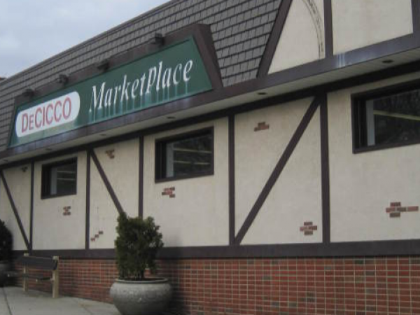 Bronxville 39 s decicco food market is closing bronxville for Eastchester fish market