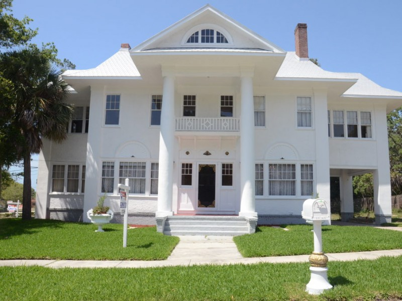 Palm harbor 39 s historic 39 white house 39 for sale palm for Three story house for sale