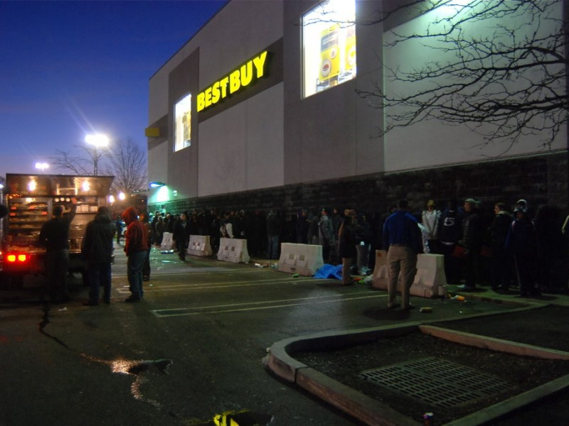 Shoppers Line Up For Garden State Plaza Deals Video Paramus Nj Patch