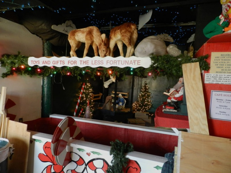 Santa On His Way To Merrifield Garden Center Falls Church Va Patch
