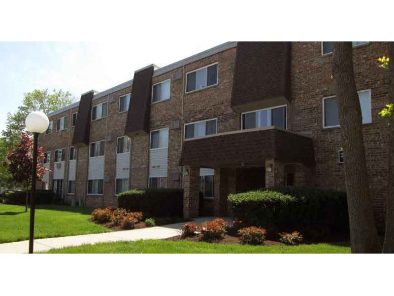 Chicago Landlord Buys Glen Ellyn Apartment Complex For 32