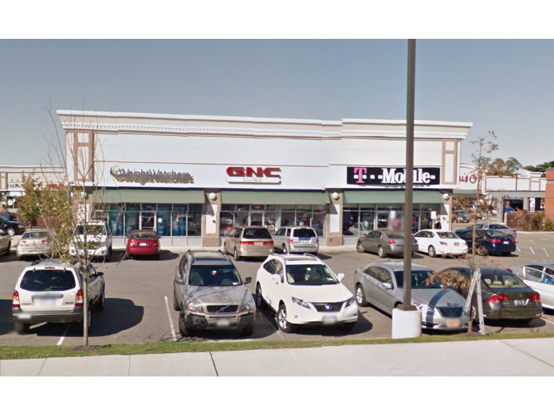 deer park gnc employee sprayed in eyes after confronting