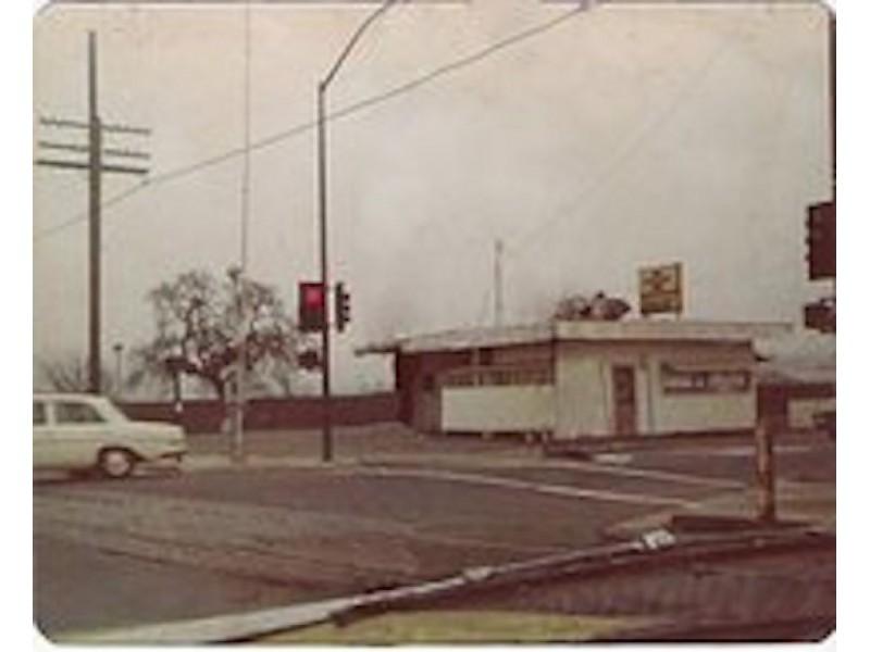 Owner of petaluma 39 s first drive through remembered for for Food bar petaluma