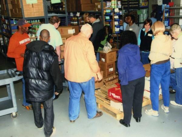 Volunteers priceless at west suburban community pantry for Woodridge food pantry il