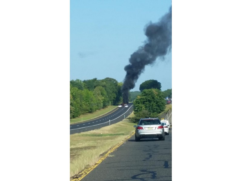 Breaking wreck car fire shuts down traffic on garden Traffic on the garden state parkway