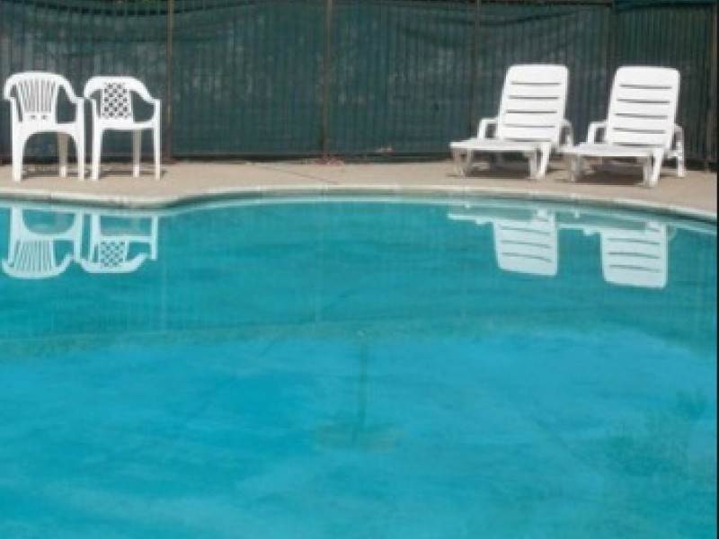 Motel worker, guest rescue man who almost drowned in pool