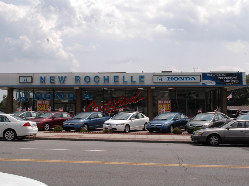 Tire bandits steal wheels from 18 cars at new rochelle car for Honda new rochelle