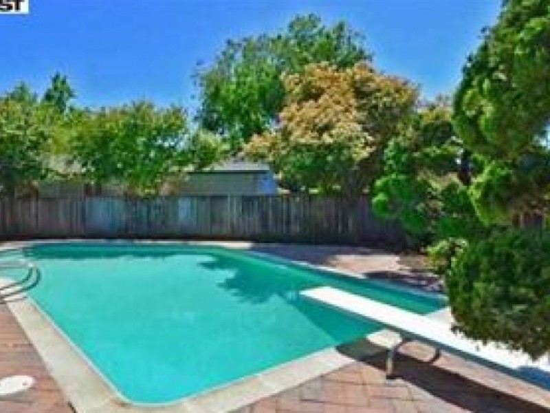 Homes With Swimming Pools Harder Or Easier To Sell