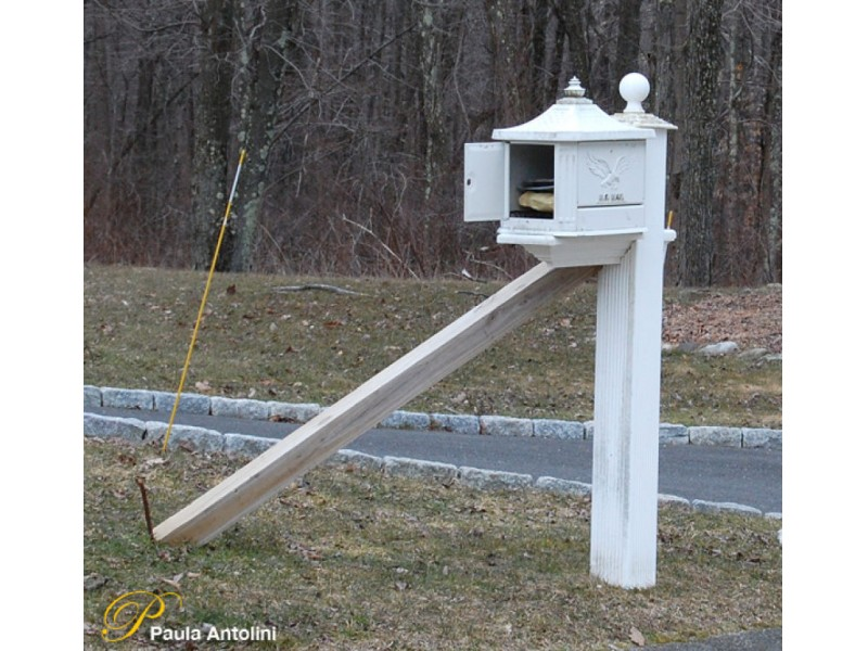 roadside mailbox protector patent 3
