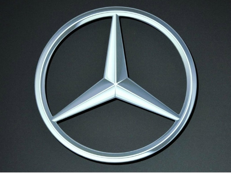 Mercedes benz maker daimler moving headquarters to for Mercedes benz maker