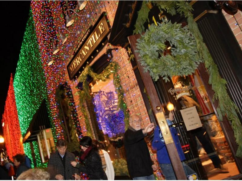 Website Names Rochester Michigan's No. 2 Christmas City