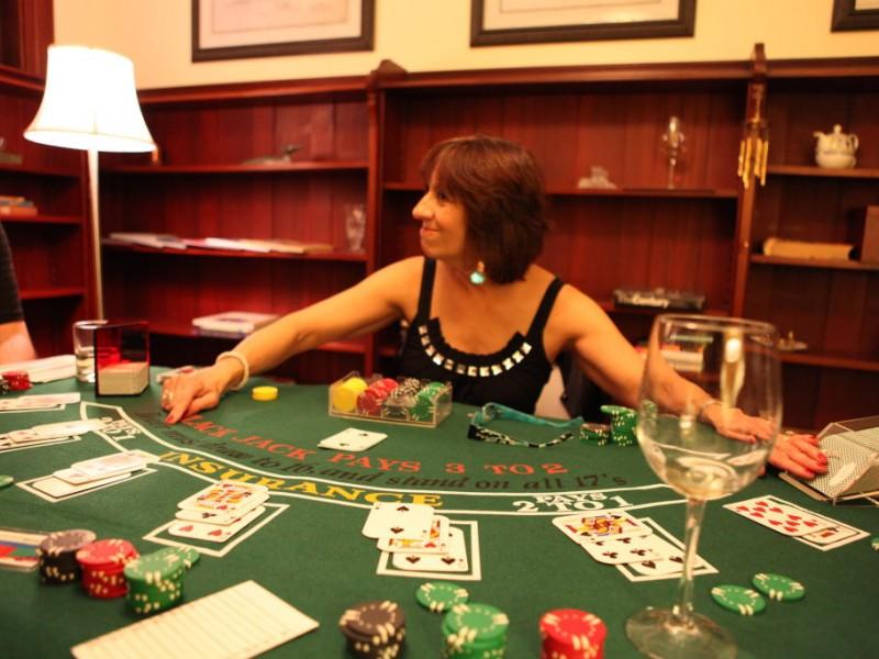 Play blackjack with friends hotel pavillon petit manoir casino charlevoix