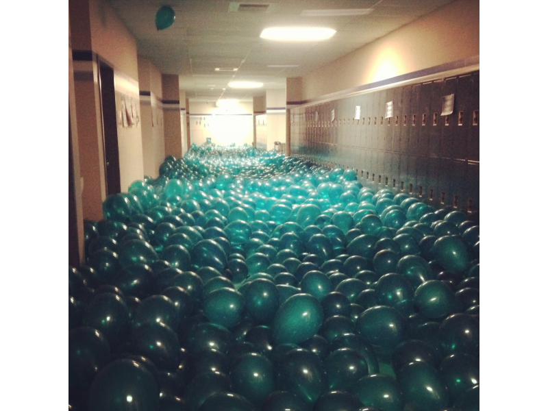 Gig Harbor Seniors Fill Hallway With 12 000 Balloons Gig