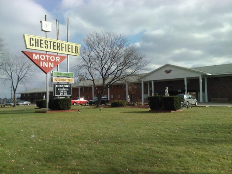 Update woman stabbed at chesterfield motor inn suspect for Long lake motor inn