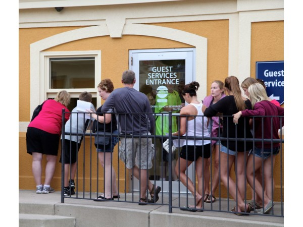 update power outage at valleyfair leaves riders stuck   shakopee mn