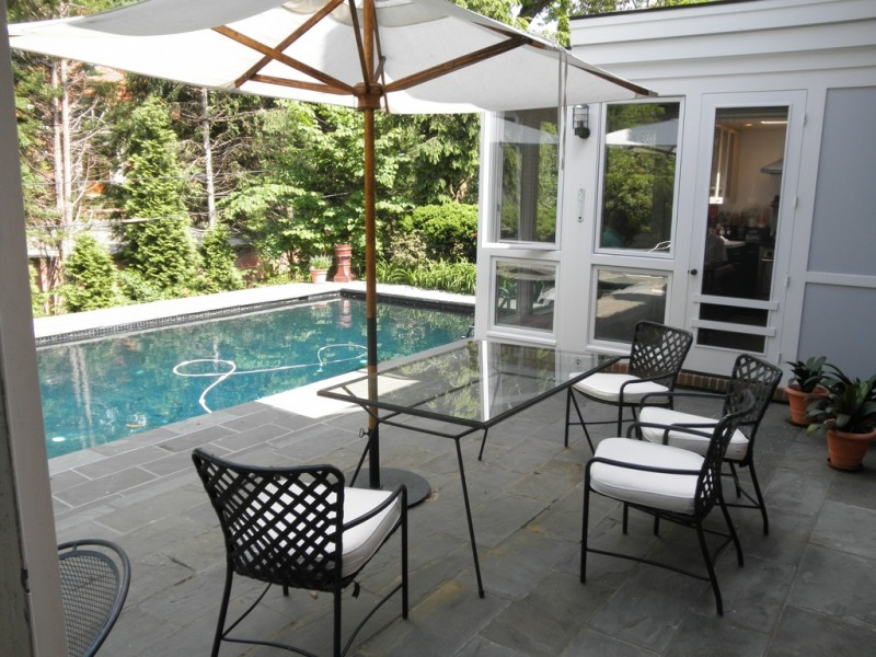 Georgetown 'WOW' House: Williamsburg Colonial in Colony ...