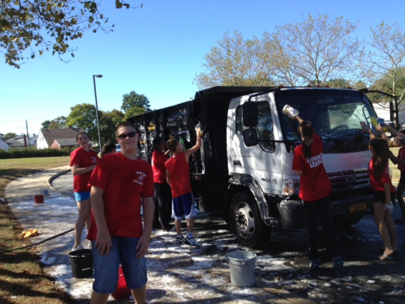 Hicksville Car Wash: Island Trees Middle School Students Hold Car Wash