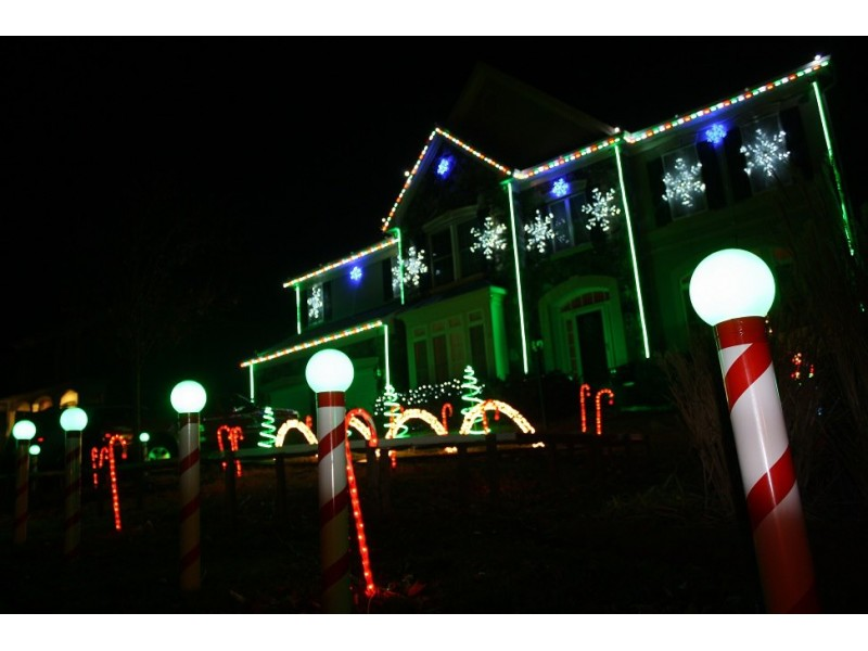 Leesburg house shines with christmas lights synched to music for Christmas house music