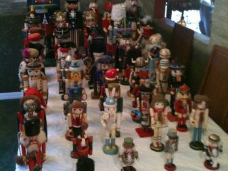 Craigslist Finds Include 400 Nutcrackers, Holiday Decor ...