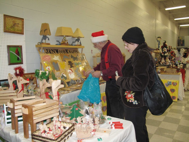 Candy cane lane craft show comes to town dec 8 for Craft show in michigan