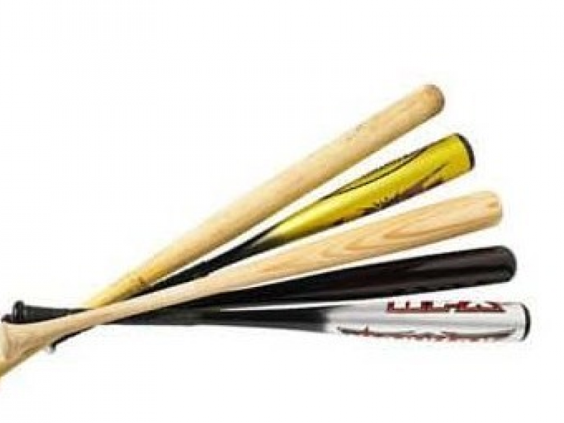 controversy between metal and wood bats Ever wonder the differences between the differences between wooden and aluminum baseball bats giving it a higher 'trampoline effect compared to a wood bat.