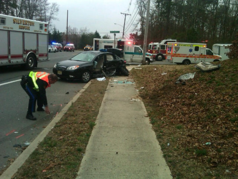 Four vehicle crash closes new hampshire hospitalizes five for Motor vehicle nj freehold