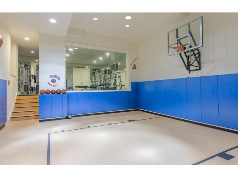 Photos mary j blige lists bergen house for 13m for Building a half court basketball court