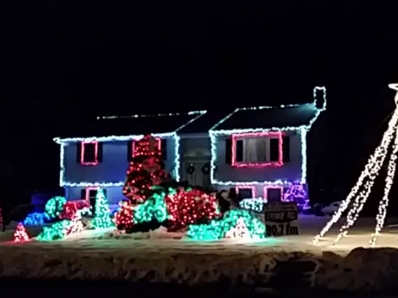 Check Out This Christmas Light Display to 'Let it Go' in one North ...